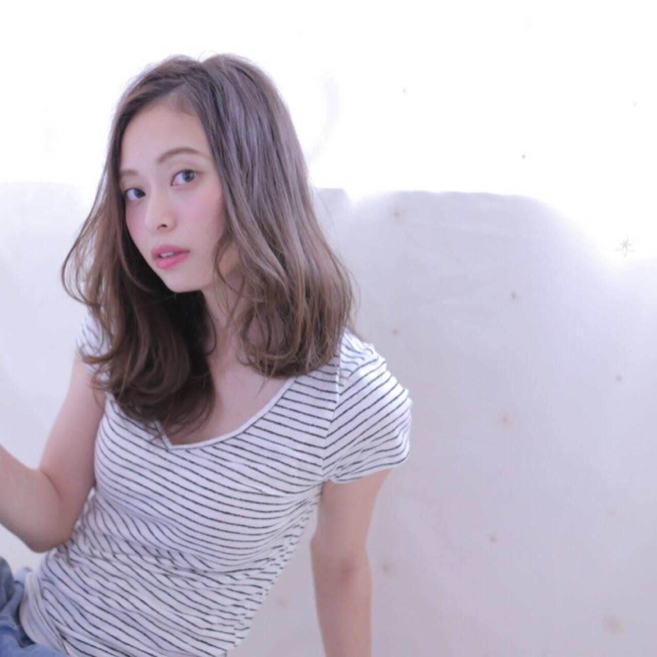 斜め前髪 ゆるふわ ミディアム リラックスヘアスタイルや髪型の写真・画像
