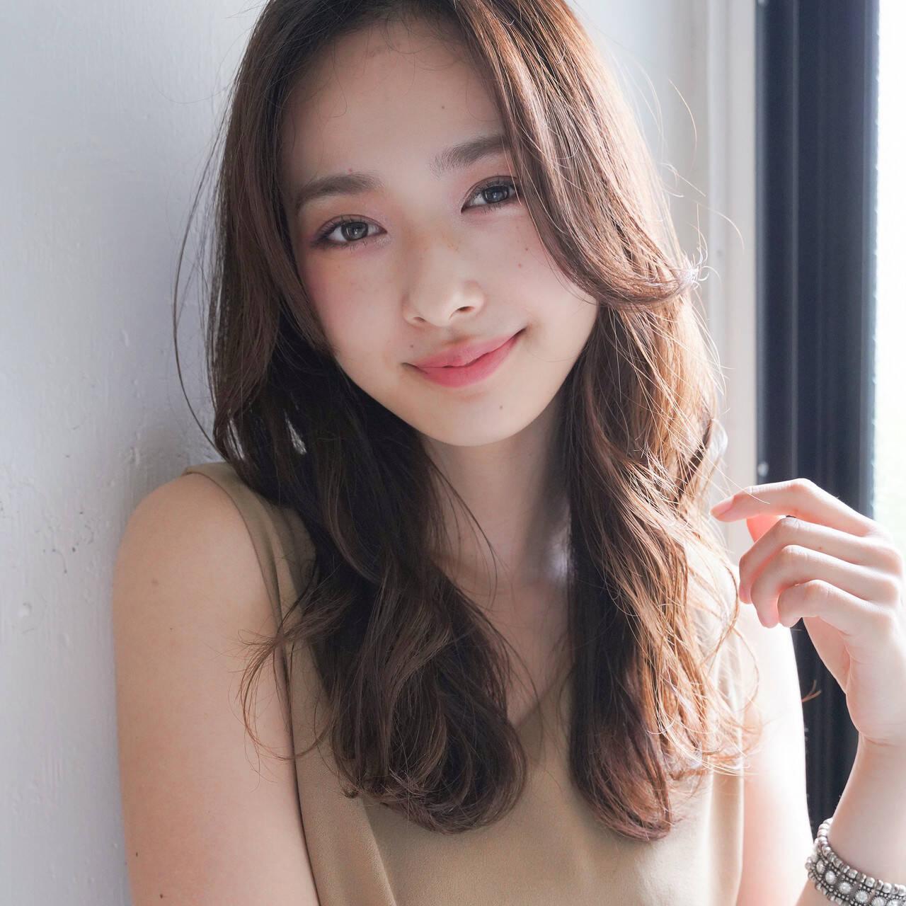 フェミニン デジタルパーマ レイヤーカット ロングヘアスタイルや髪型の写真・画像