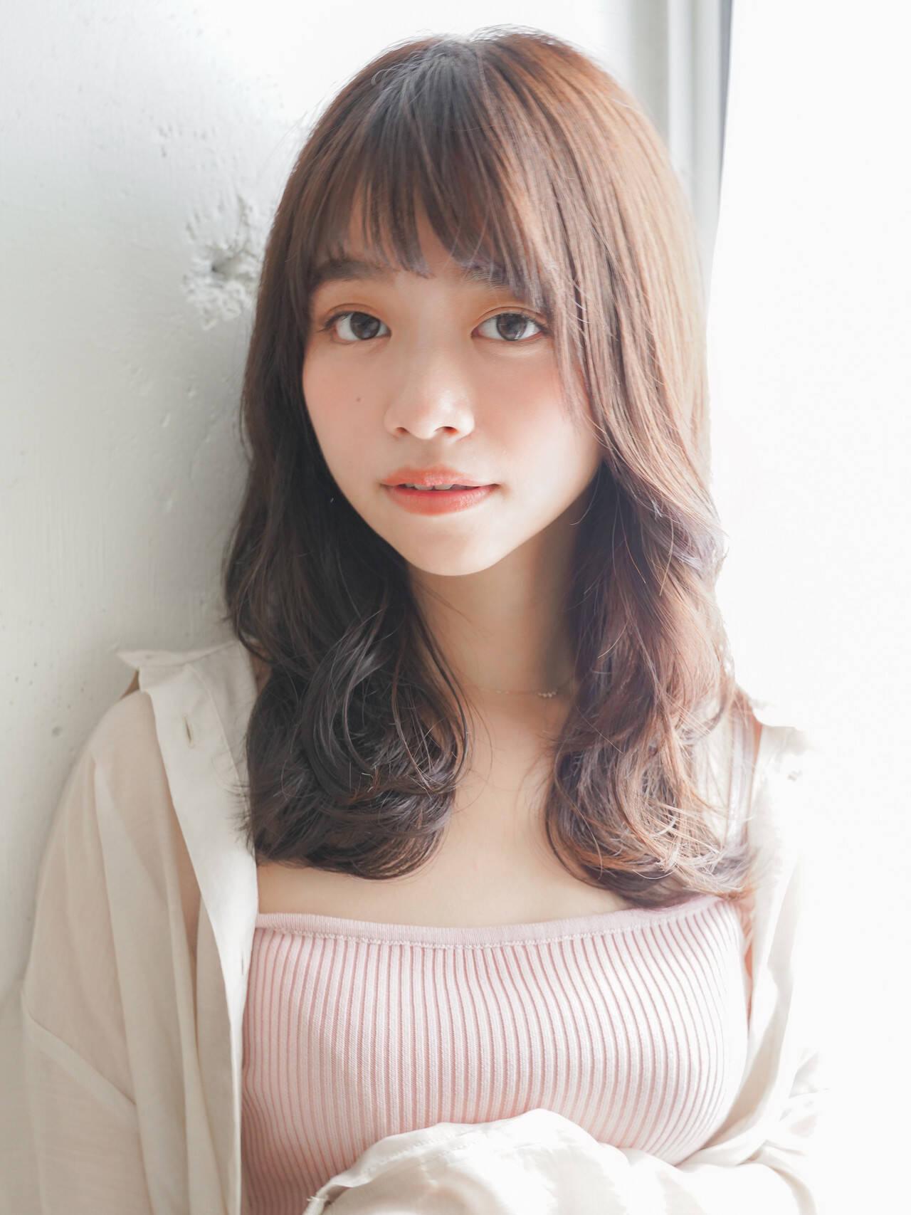 フェミニン デジタルパーマ 大人可愛い レイヤーカットヘアスタイルや髪型の写真・画像