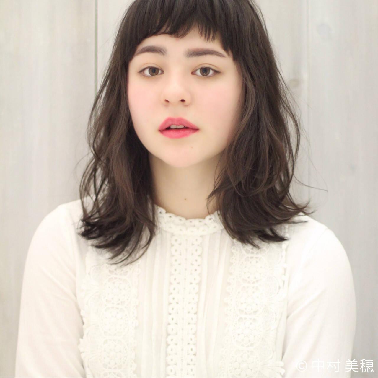 フェミニン 小顔 ふわふわ セミロングヘアスタイルや髪型の写真・画像
