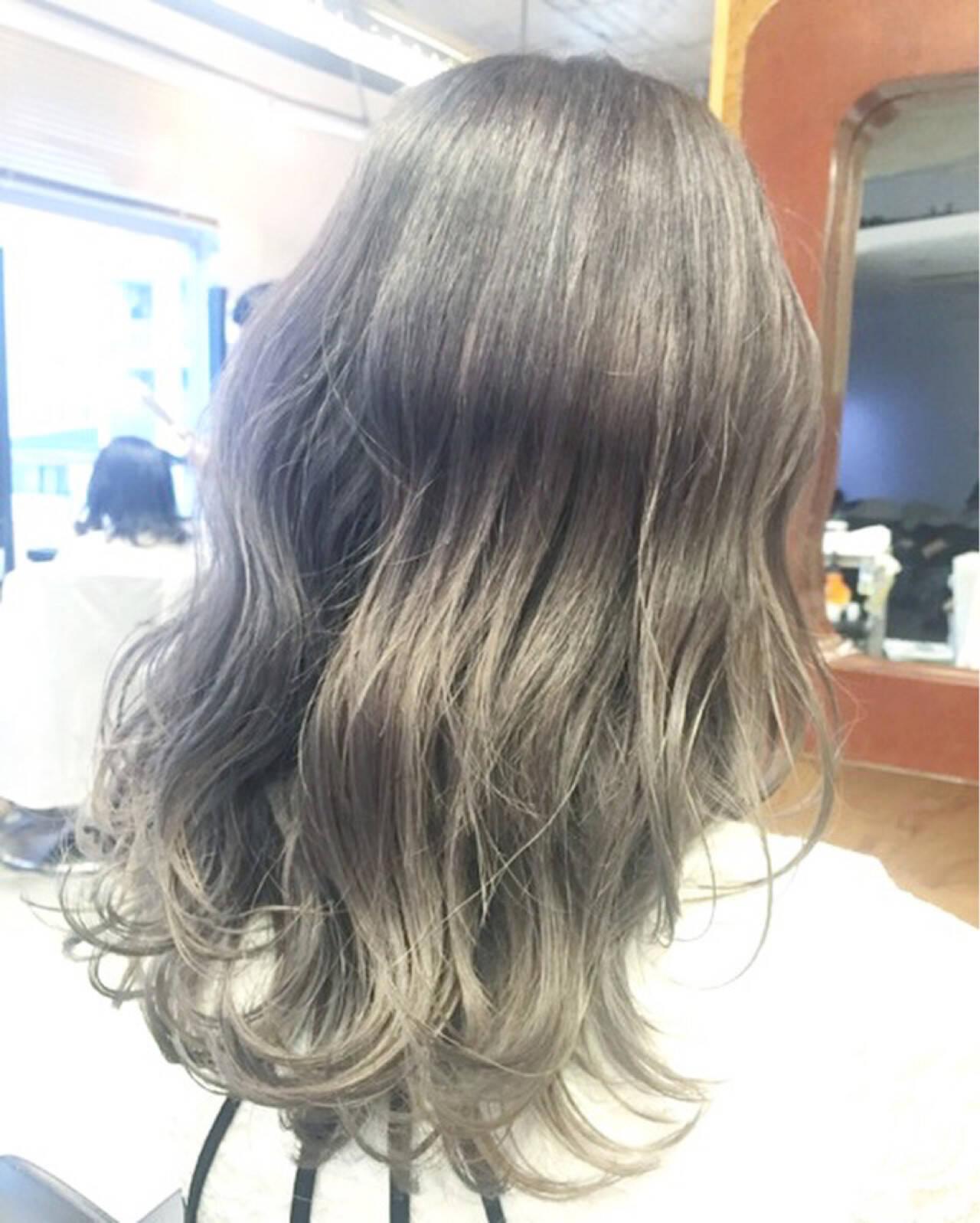 セミロング グレージュ グラデーションカラー 外国人風カラーヘアスタイルや髪型の写真・画像