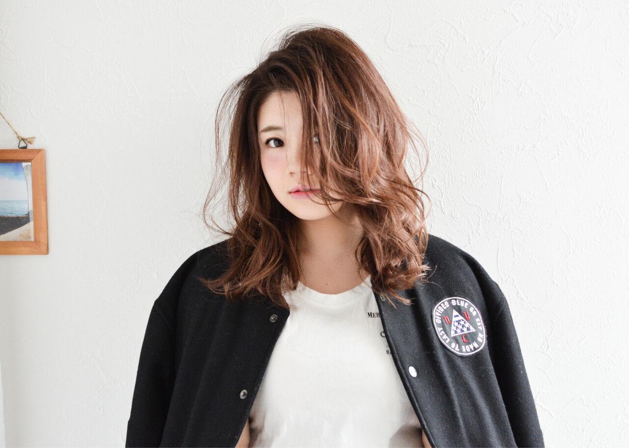 大人女子 ニュアンス ミルクティー セミロングヘアスタイルや髪型の写真・画像