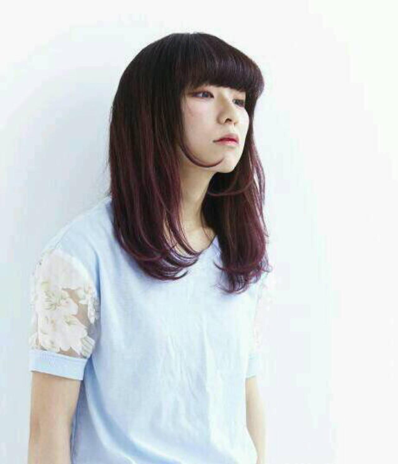 グラデーションカラー 前髪あり セミロング 黒髪ヘアスタイルや髪型の写真・画像