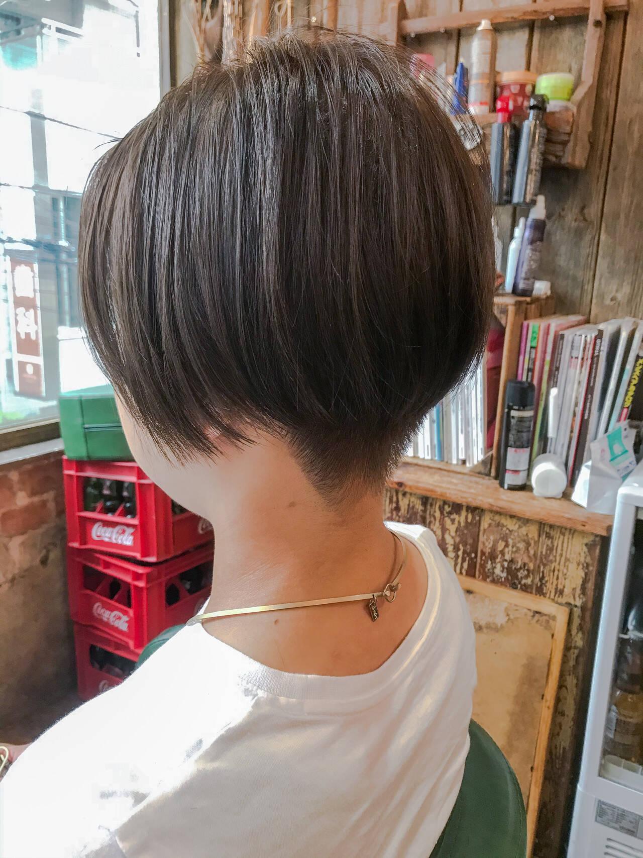 ナチュラル グレージュ ショートボブ ハンサムショートヘアスタイルや髪型の写真・画像