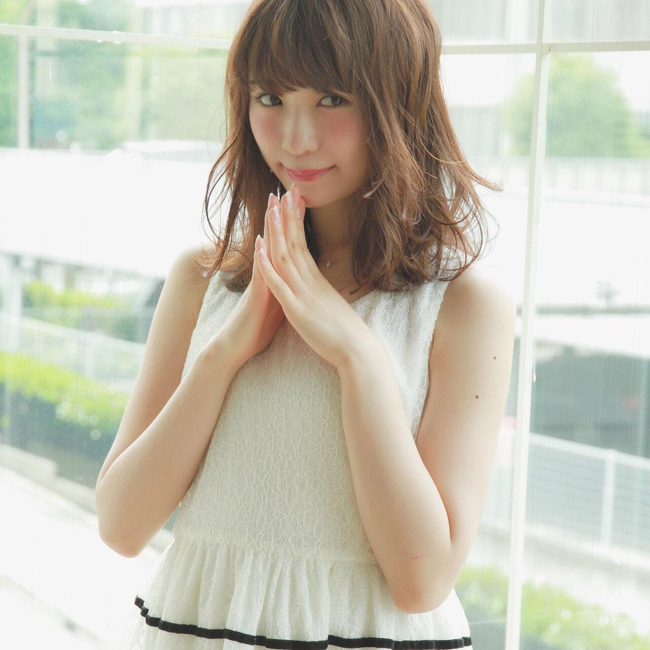 大人かわいい 外国人風 ウェーブ 斜め前髪ヘアスタイルや髪型の写真・画像