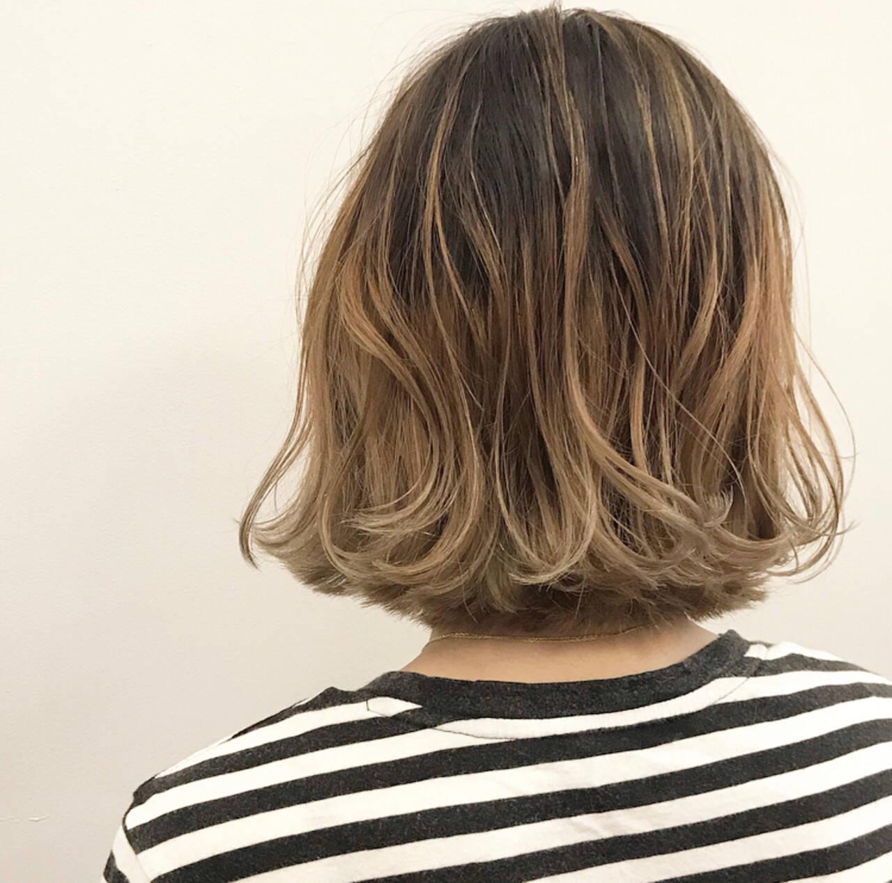外ハネ ストリート スモーキーカラー 地毛ハイライトヘアスタイルや髪型の写真・画像