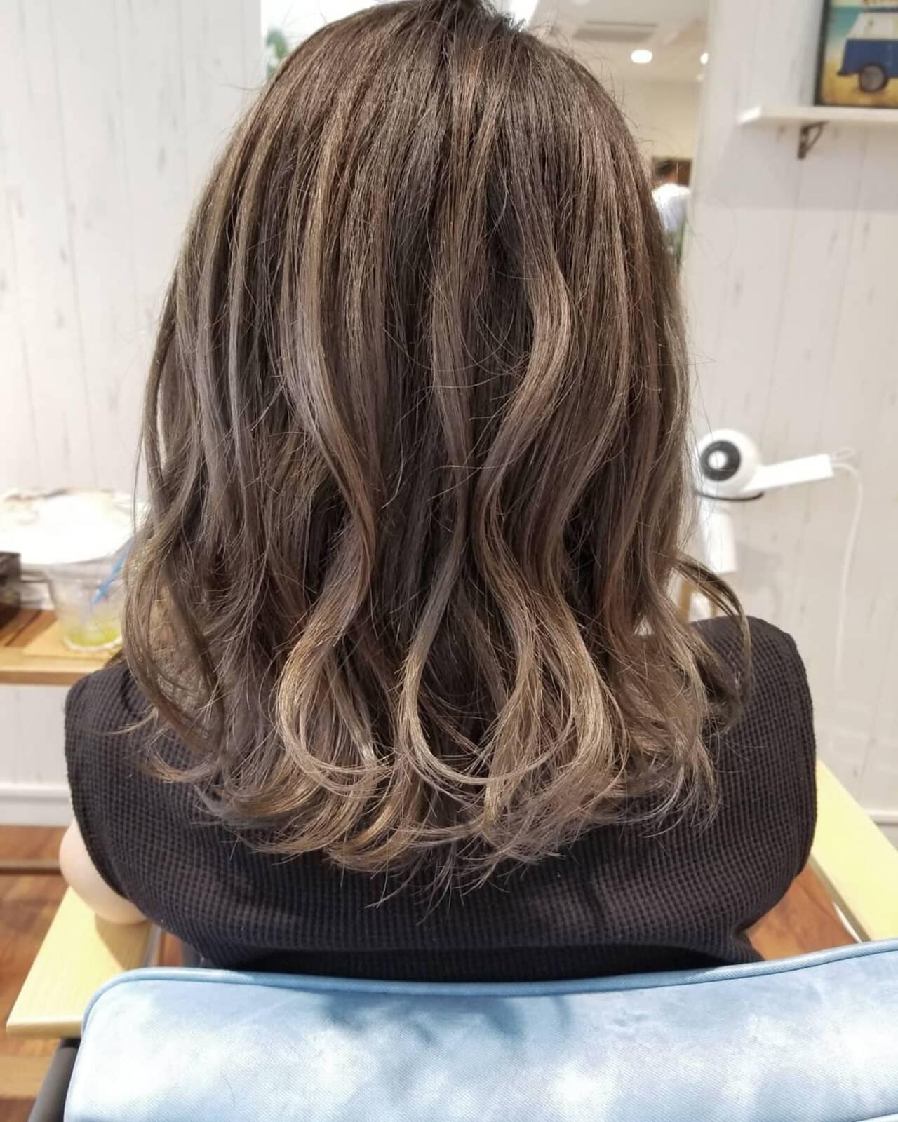 透明感 グレージュ 外国人風 ミディアムヘアスタイルや髪型の写真・画像