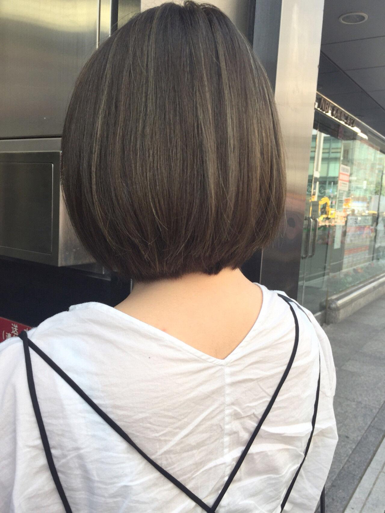 アッシュ グレージュ ナチュラル ハイライトヘアスタイルや髪型の写真・画像