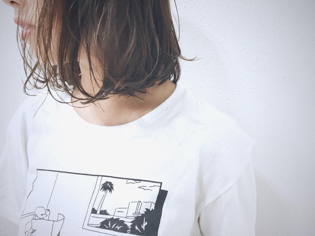 ボブ ウェーブ アッシュグレージュ 透明感ヘアスタイルや髪型の写真・画像