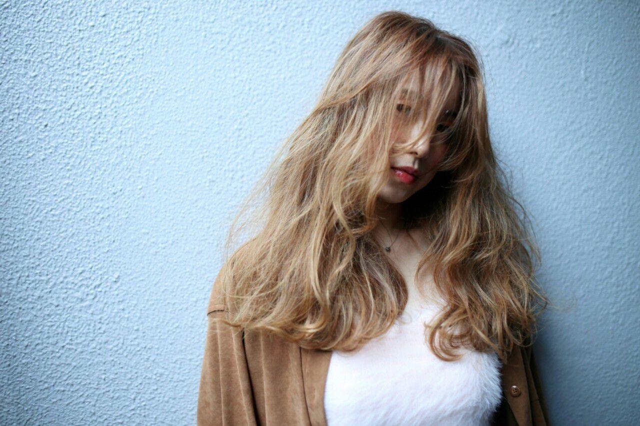 セミロング ニュアンス ハイライト グラデーションカラーヘアスタイルや髪型の写真・画像