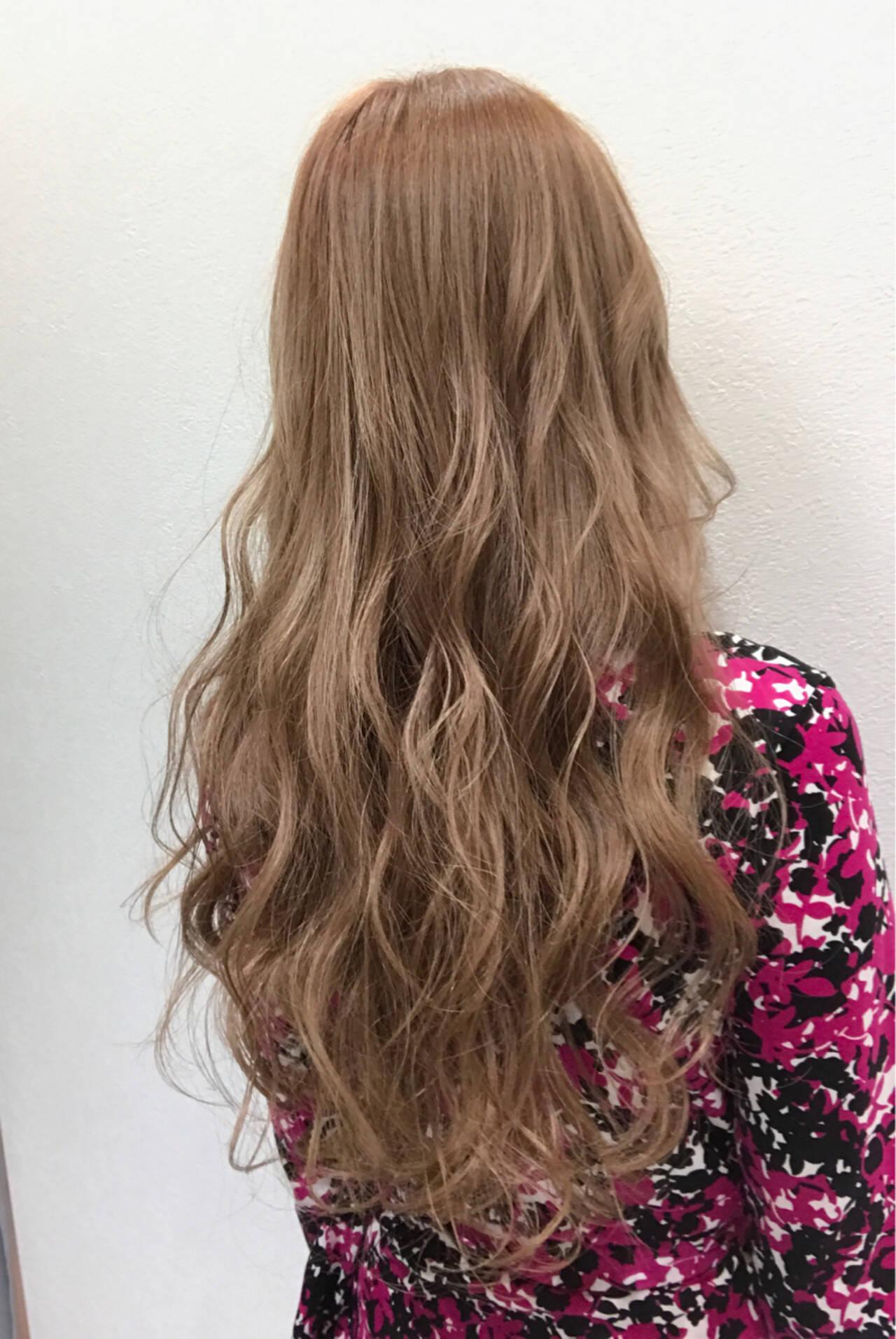 ブリーチ ベージュ フェミニン ロングヘアスタイルや髪型の写真・画像