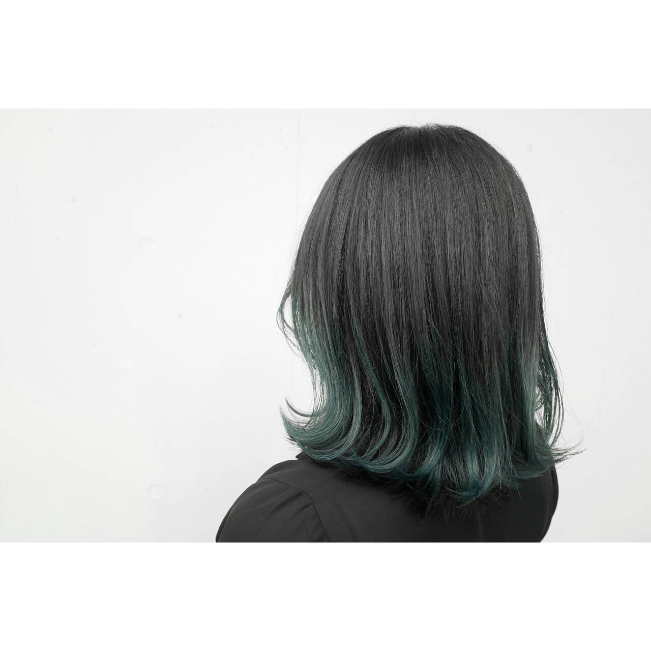 グラデーションカラー 外ハネボブ インナーグリーン 暗髪ヘアスタイルや髪型の写真・画像