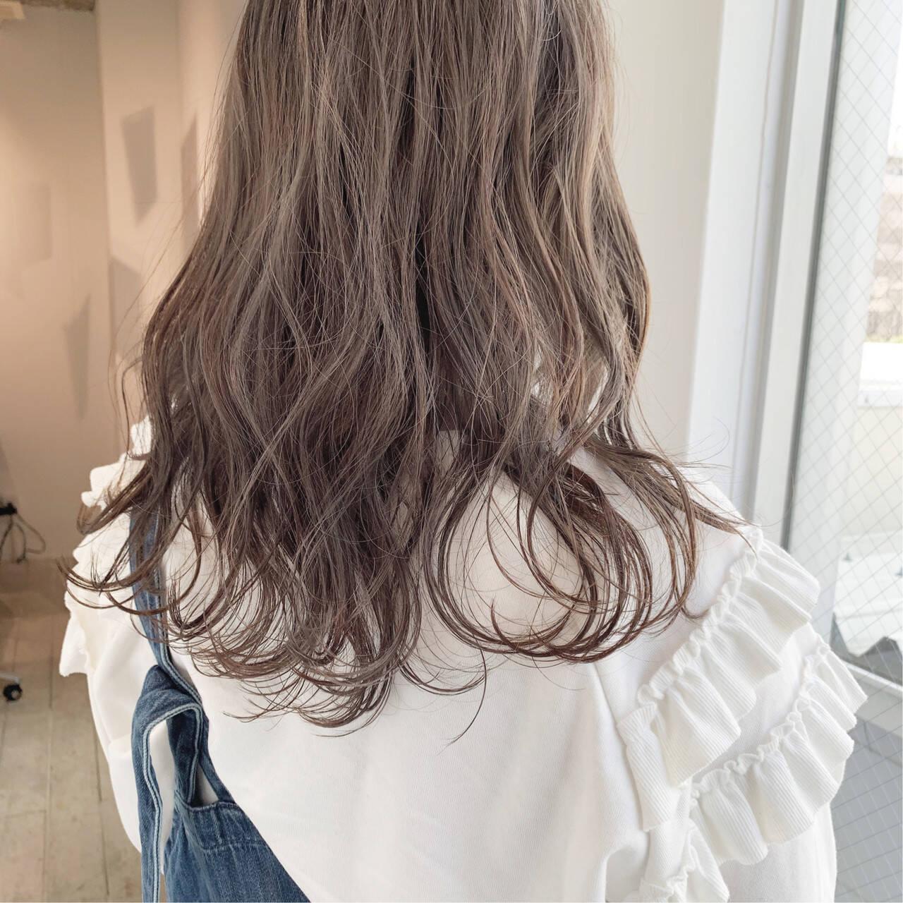 アンニュイほつれヘア 簡単ヘアアレンジ ミルクティーグレージュ ミルクティーベージュヘアスタイルや髪型の写真・画像
