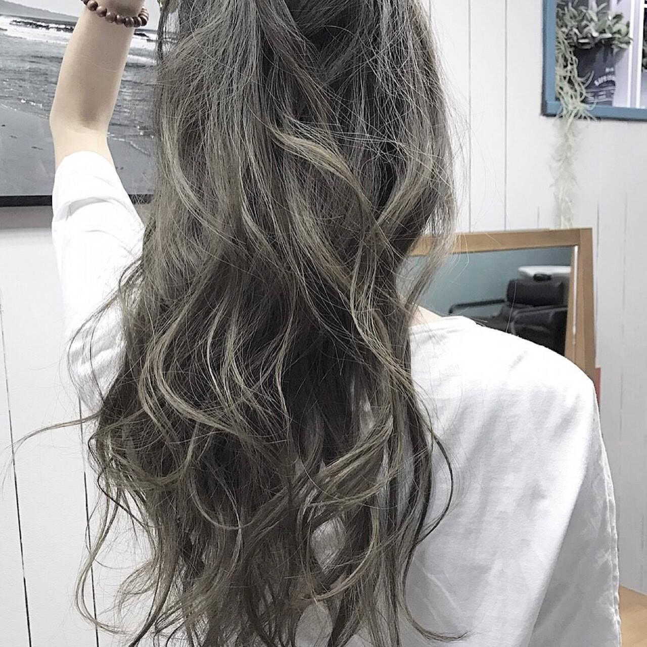 外国人風カラー パーマ ナチュラル ロングヘアスタイルや髪型の写真・画像