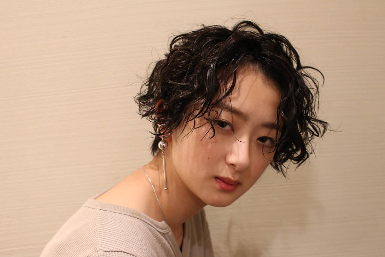 小顔 パーマ アンニュイほつれヘア ウェーブヘアスタイルや髪型の写真・画像