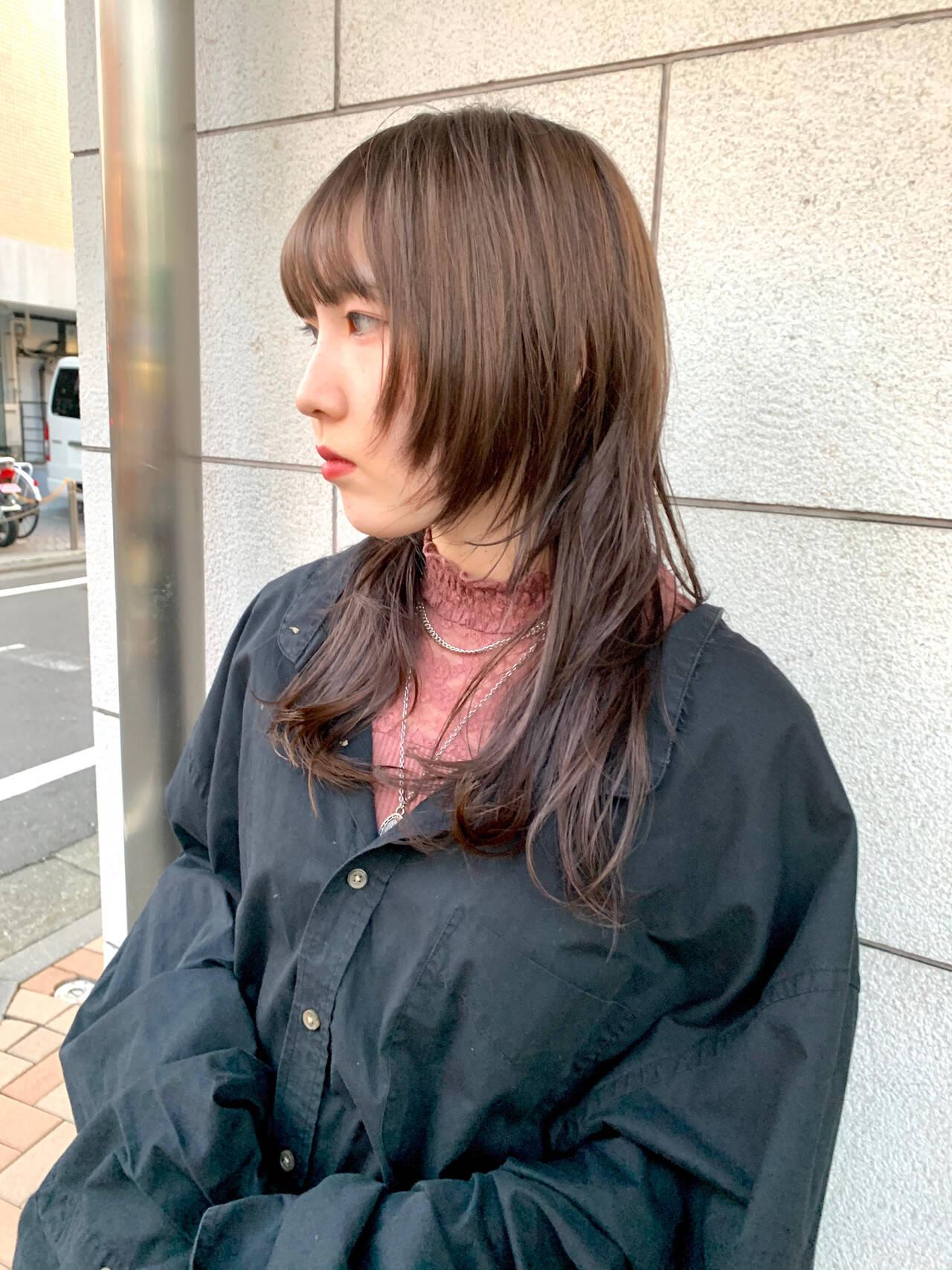 ミディアムレイヤー レイヤースタイル セミロング ウルフレイヤーヘアスタイルや髪型の写真・画像