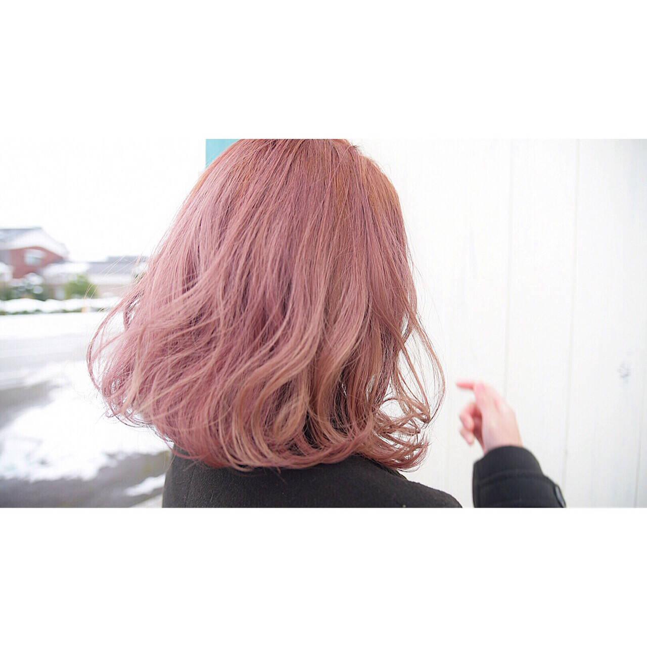 ボブ ピンク ブリーチ ガーリーヘアスタイルや髪型の写真・画像