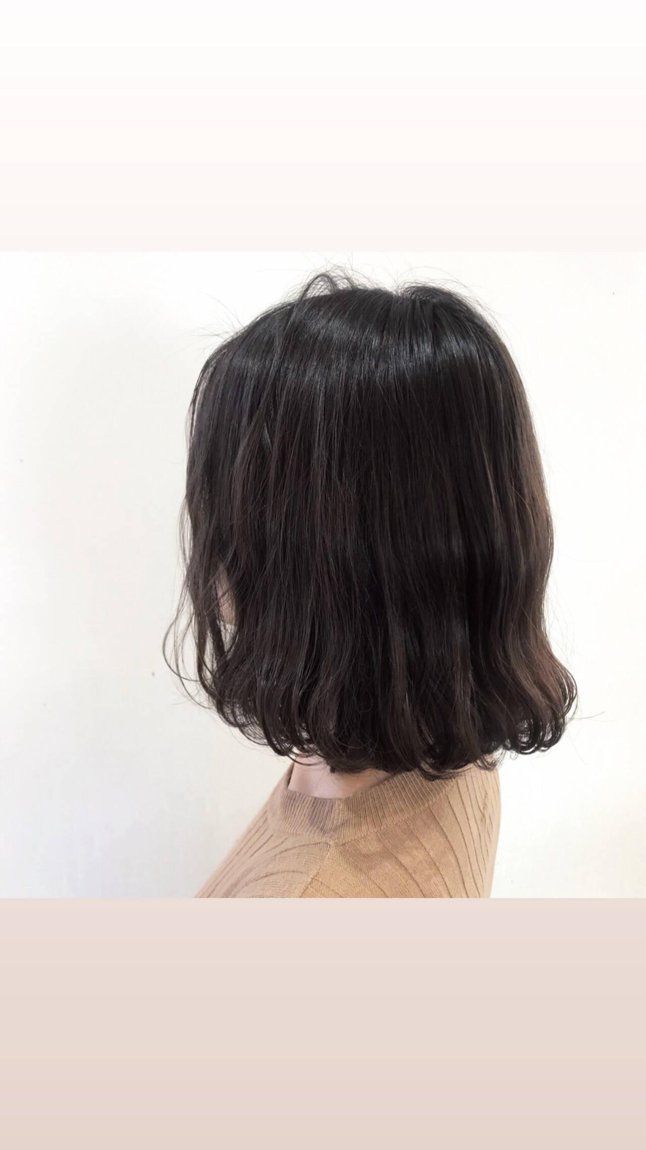 まとまるボブ ミディアム 波ウェーブ 波巻きヘアスタイルや髪型の写真・画像