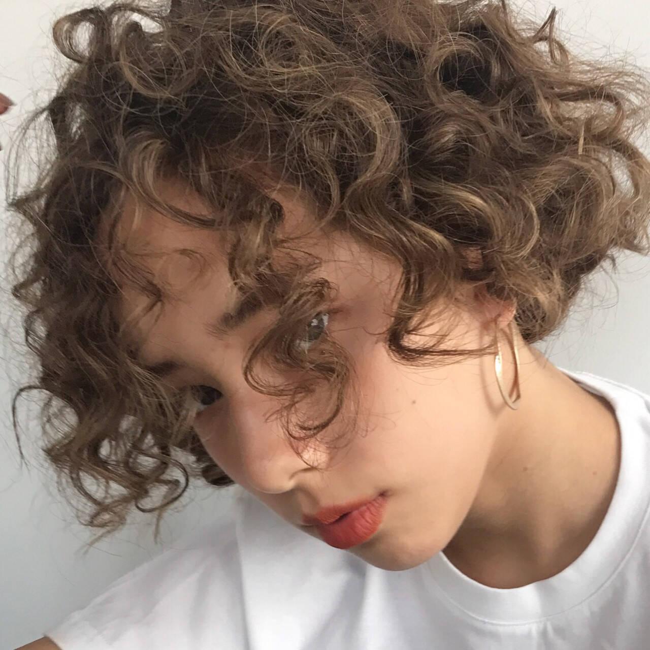 ヘアアレンジ ショート パーマ スポーツヘアスタイルや髪型の写真・画像