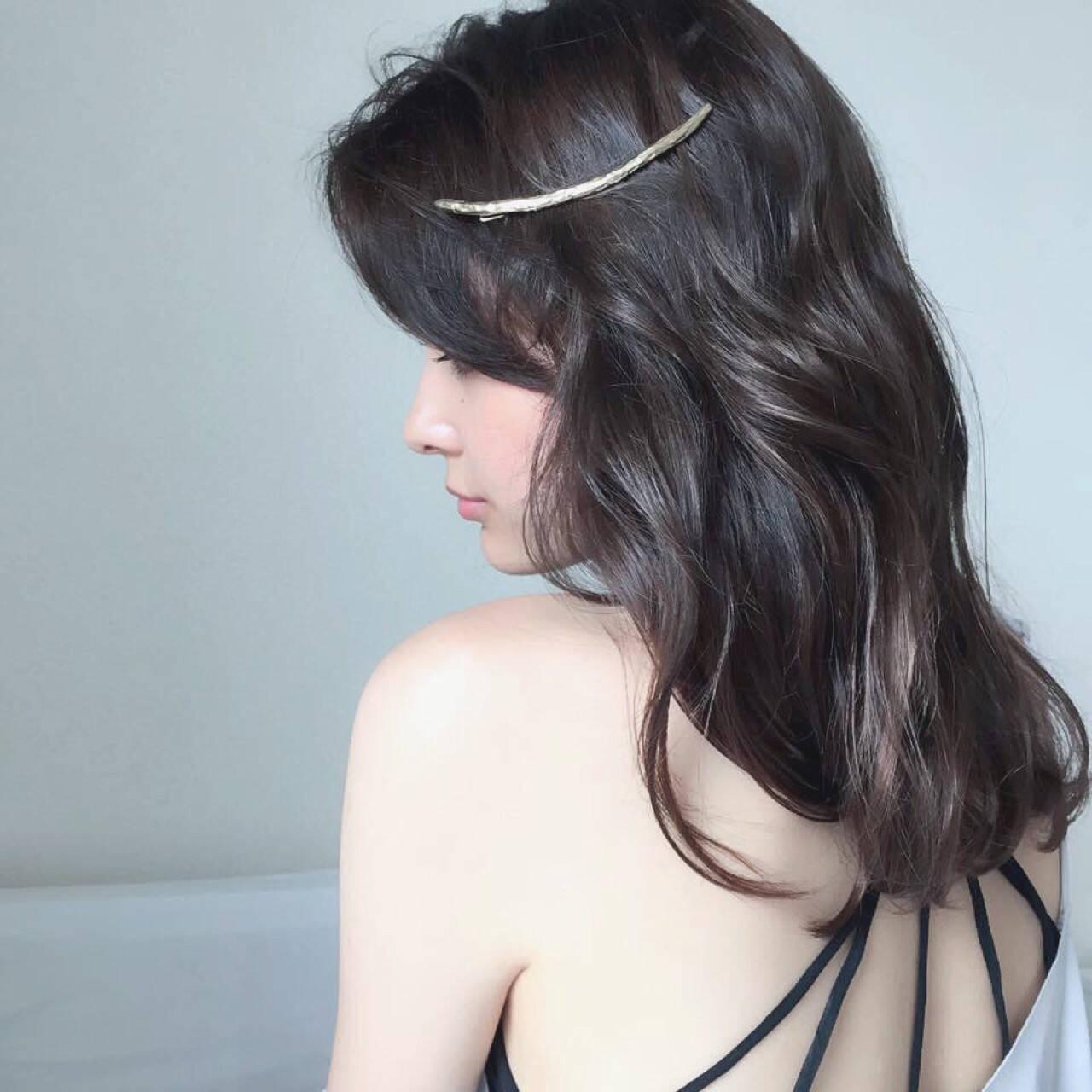 アッシュ 大人かわいい フェミニン 暗髪ヘアスタイルや髪型の写真・画像
