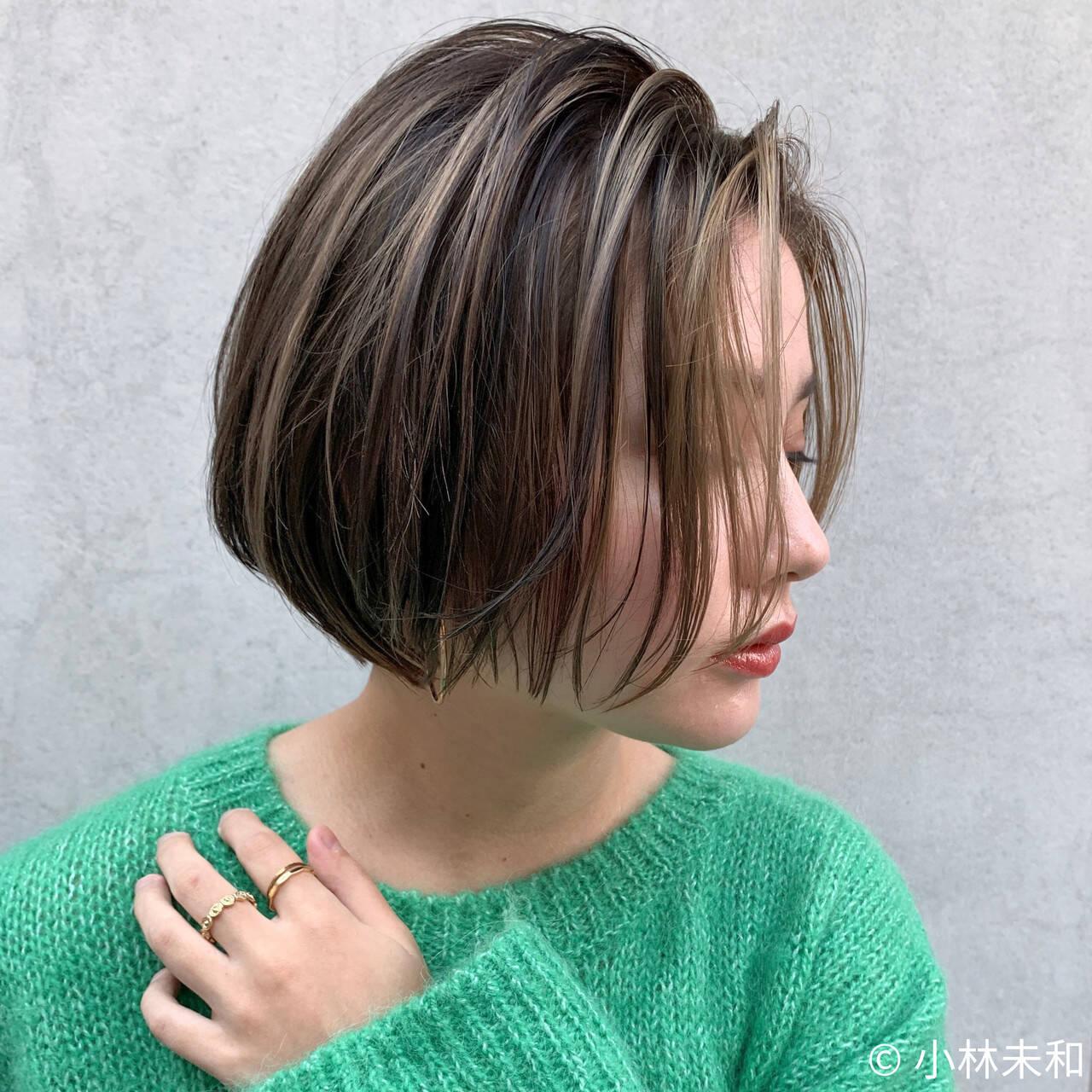 ミルクティーベージュ ハイライト ショート ナチュラルヘアスタイルや髪型の写真・画像