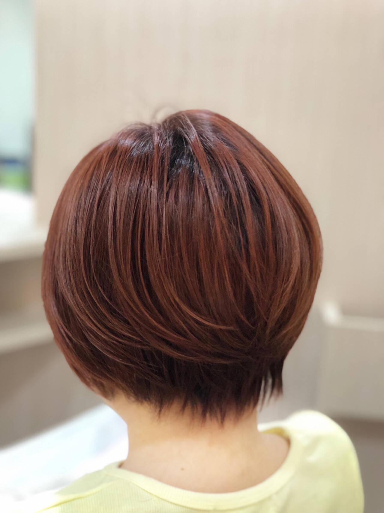 オレンジカラー ショート ショートボブ ナチュラルヘアスタイルや髪型の写真・画像