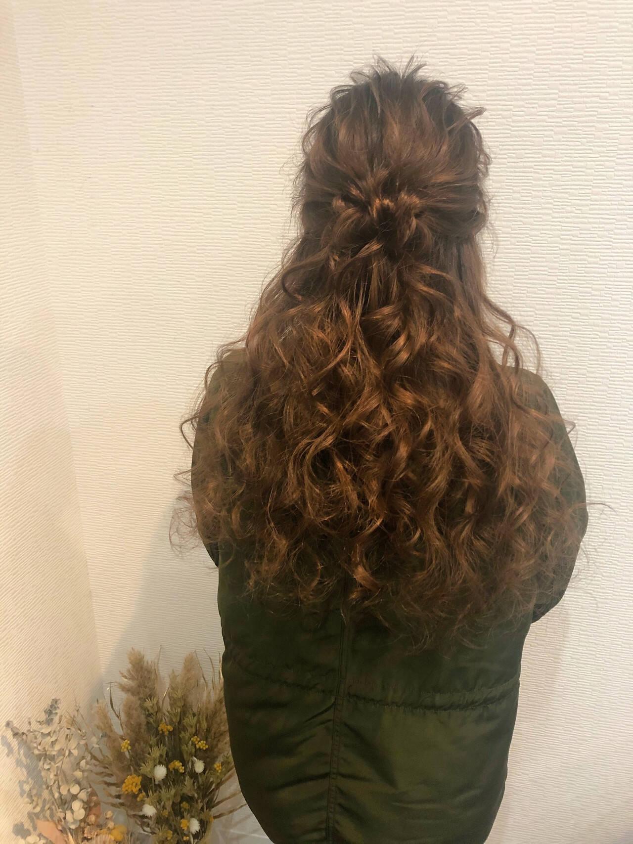 お団子アレンジ ヘアアレンジ ブライダル フェミニンヘアスタイルや髪型の写真・画像