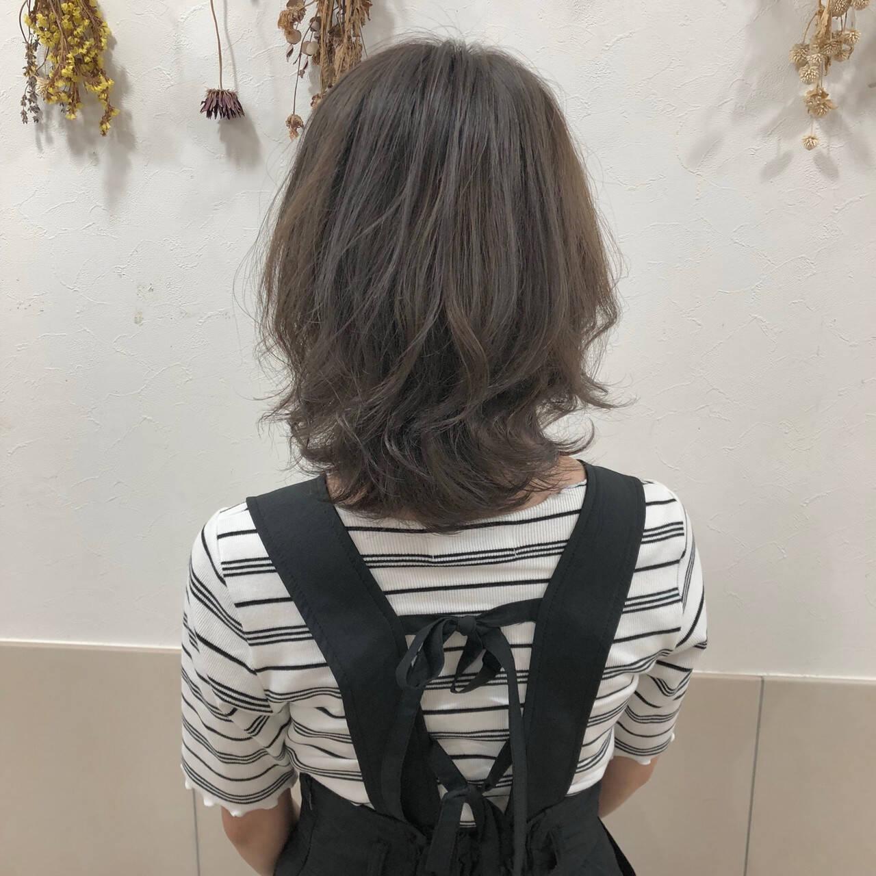 透明感 ショート ボブ グレージュヘアスタイルや髪型の写真・画像