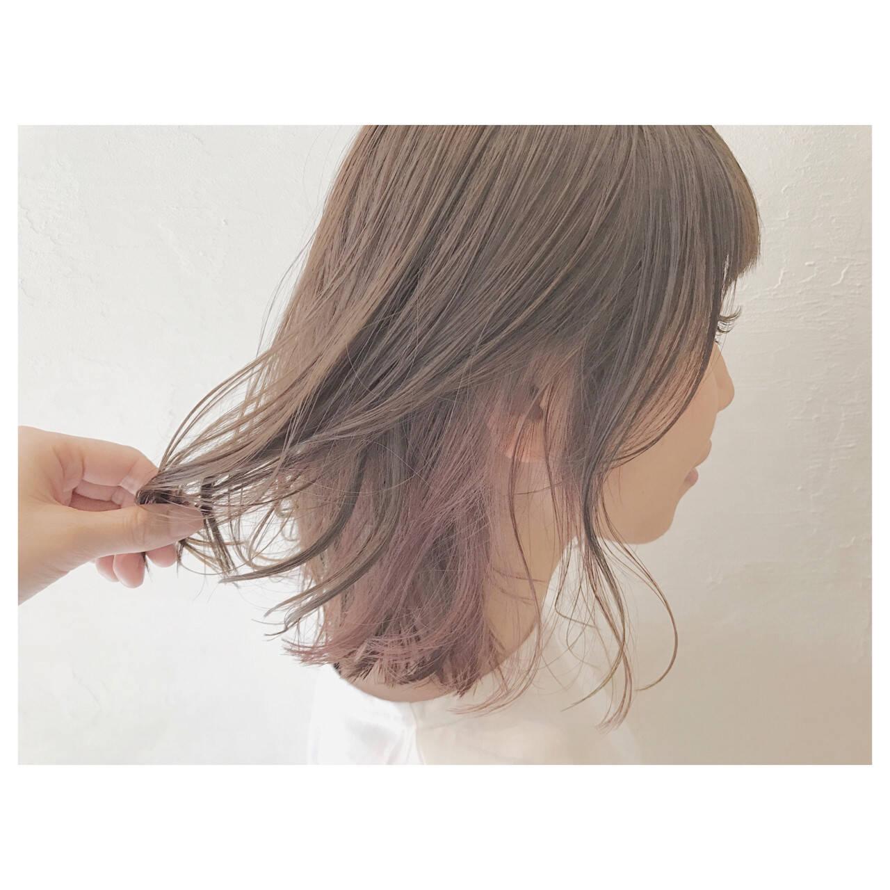 リラックス ウェーブ デート ストリートヘアスタイルや髪型の写真・画像