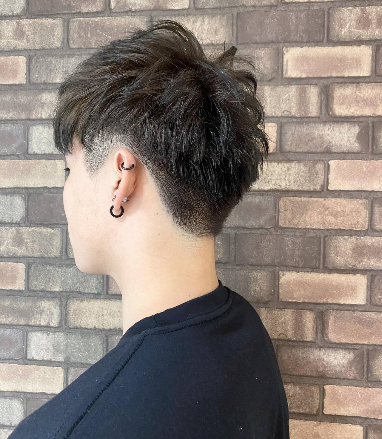 イルミナカラー メンズショート ツーブロック ショートヘアスタイルや髪型の写真・画像