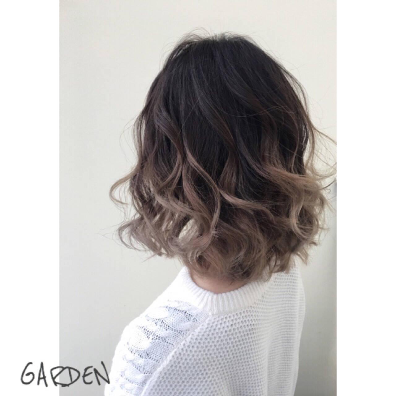 アッシュ ミディアム ハイライト グラデーションカラーヘアスタイルや髪型の写真・画像