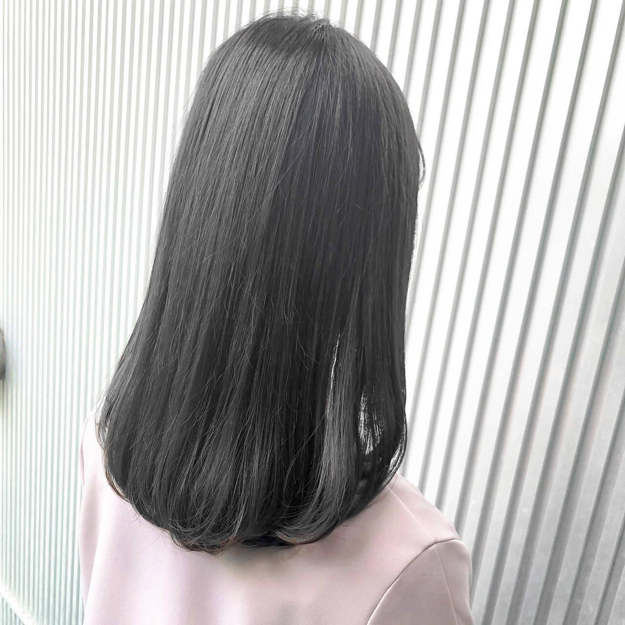 前髪 ストレート ナチュラル グレージュヘアスタイルや髪型の写真・画像