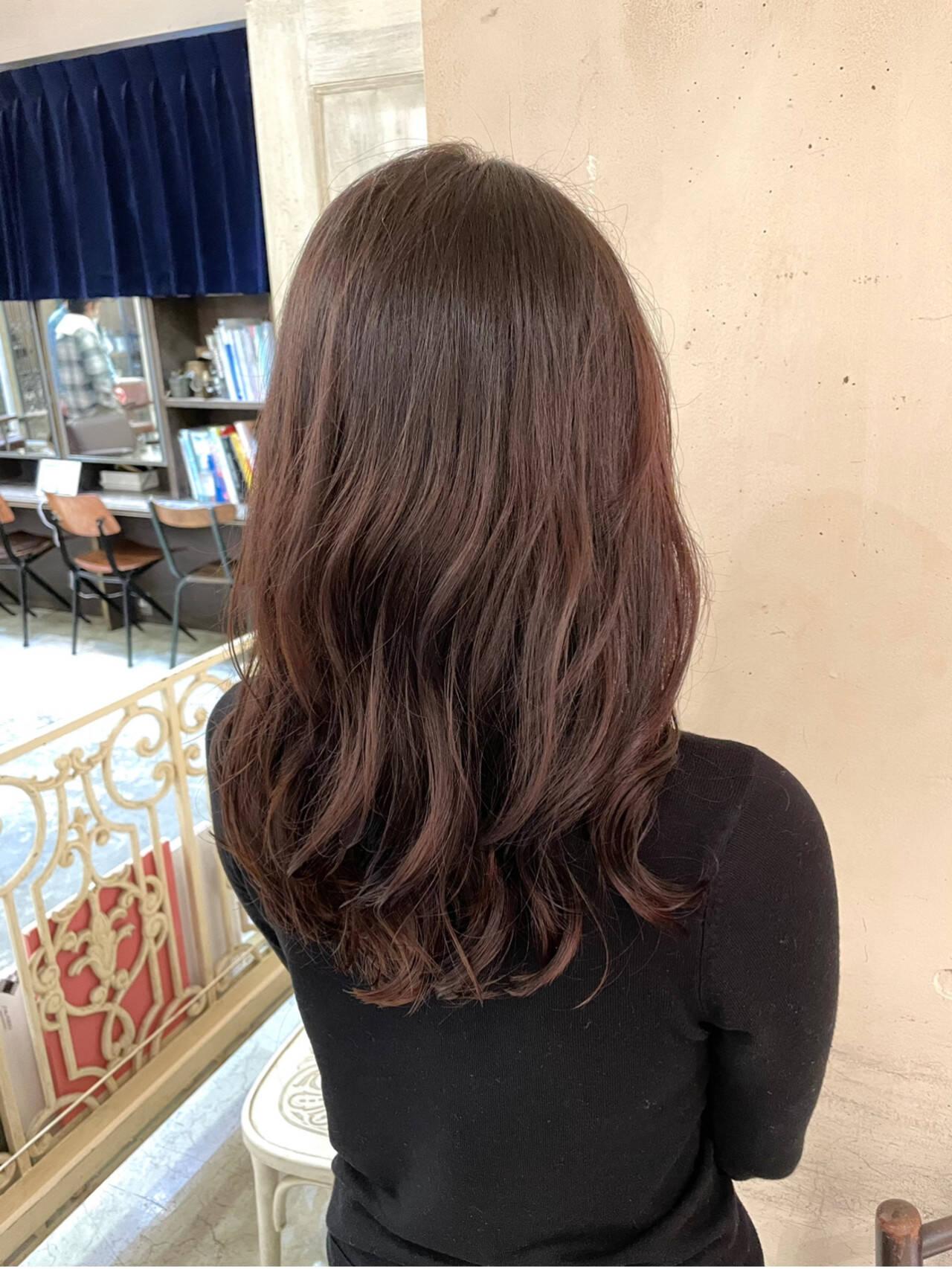 コテ巻き風パーマ 韓国ヘア ヨシンモリ セミロングヘアスタイルや髪型の写真・画像