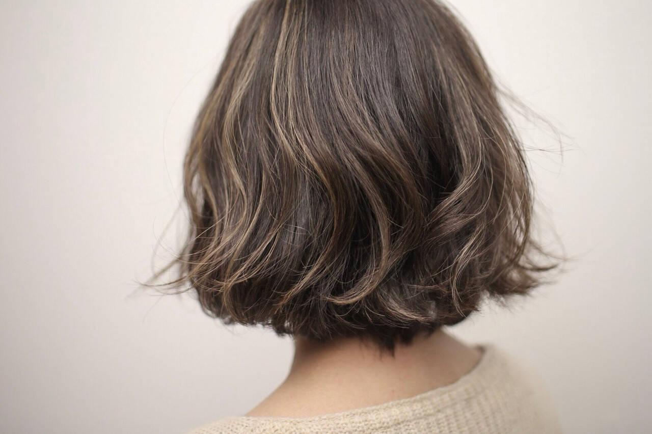極細ハイライト 切りっぱなしボブ ボブ 秋ヘアスタイルや髪型の写真・画像