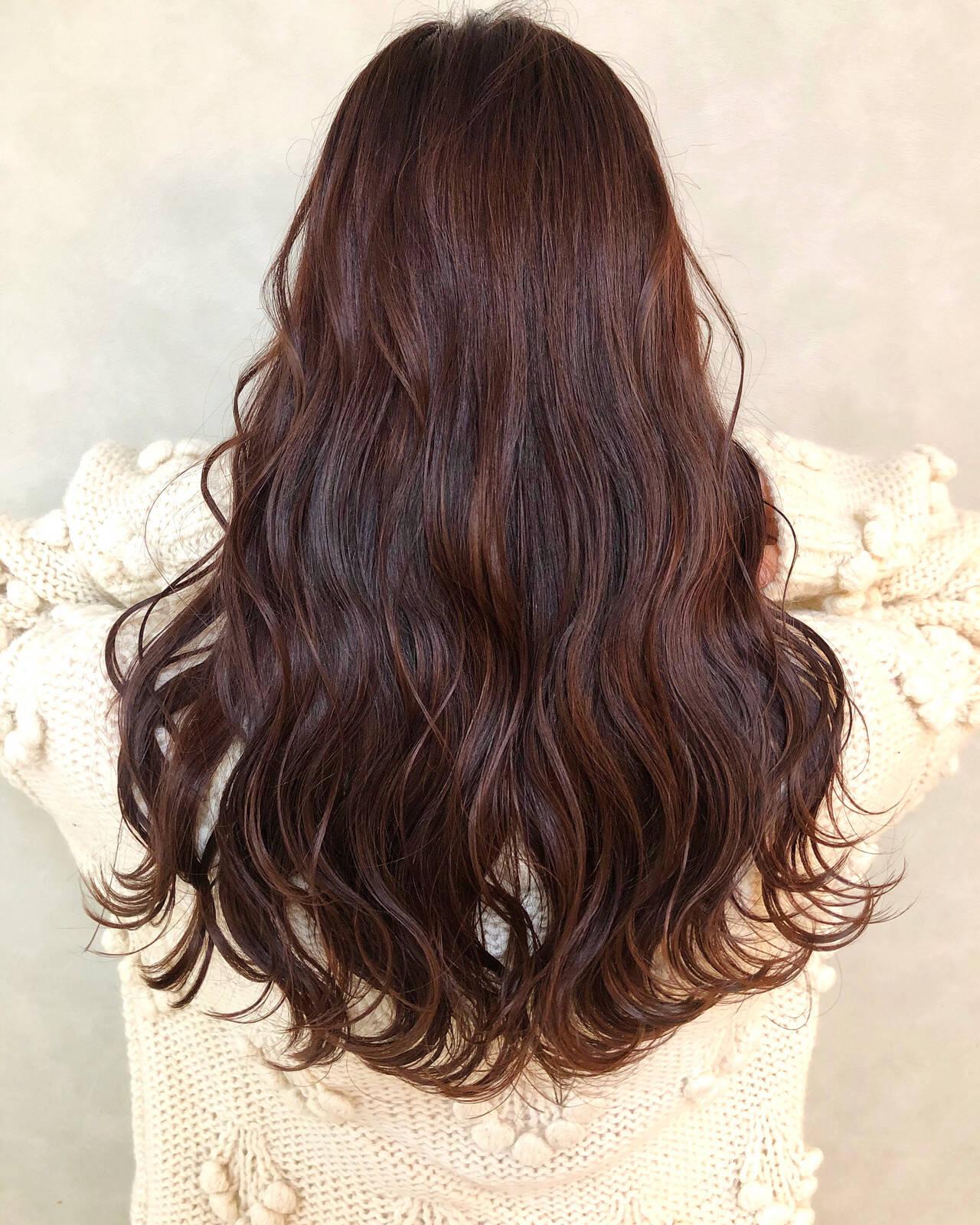 極細ハイライト ハイライト フェミニン ロングヘアスタイルや髪型の写真・画像