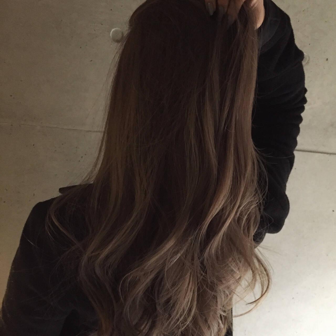 アッシュ グレージュ ロング 大人かわいいヘアスタイルや髪型の写真・画像