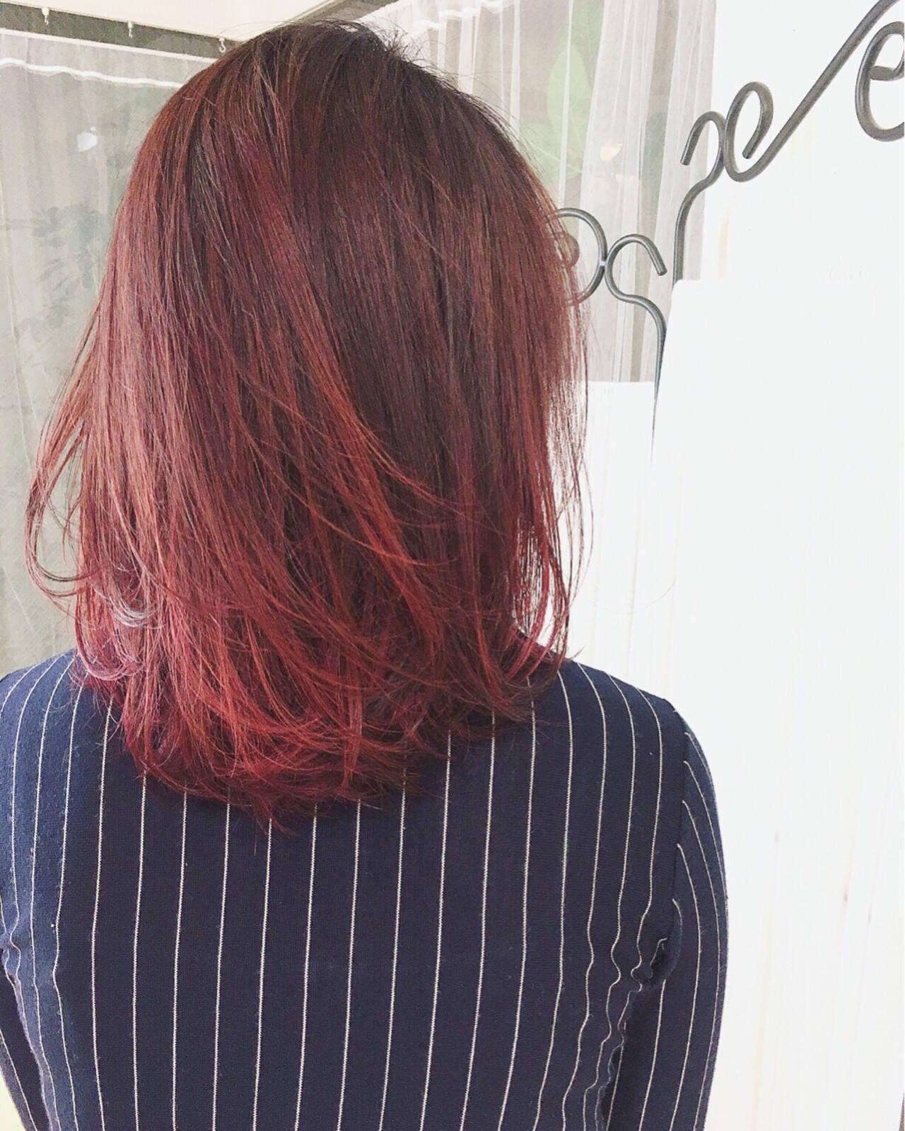 レッド ミディアム ピンク リラックスヘアスタイルや髪型の写真・画像