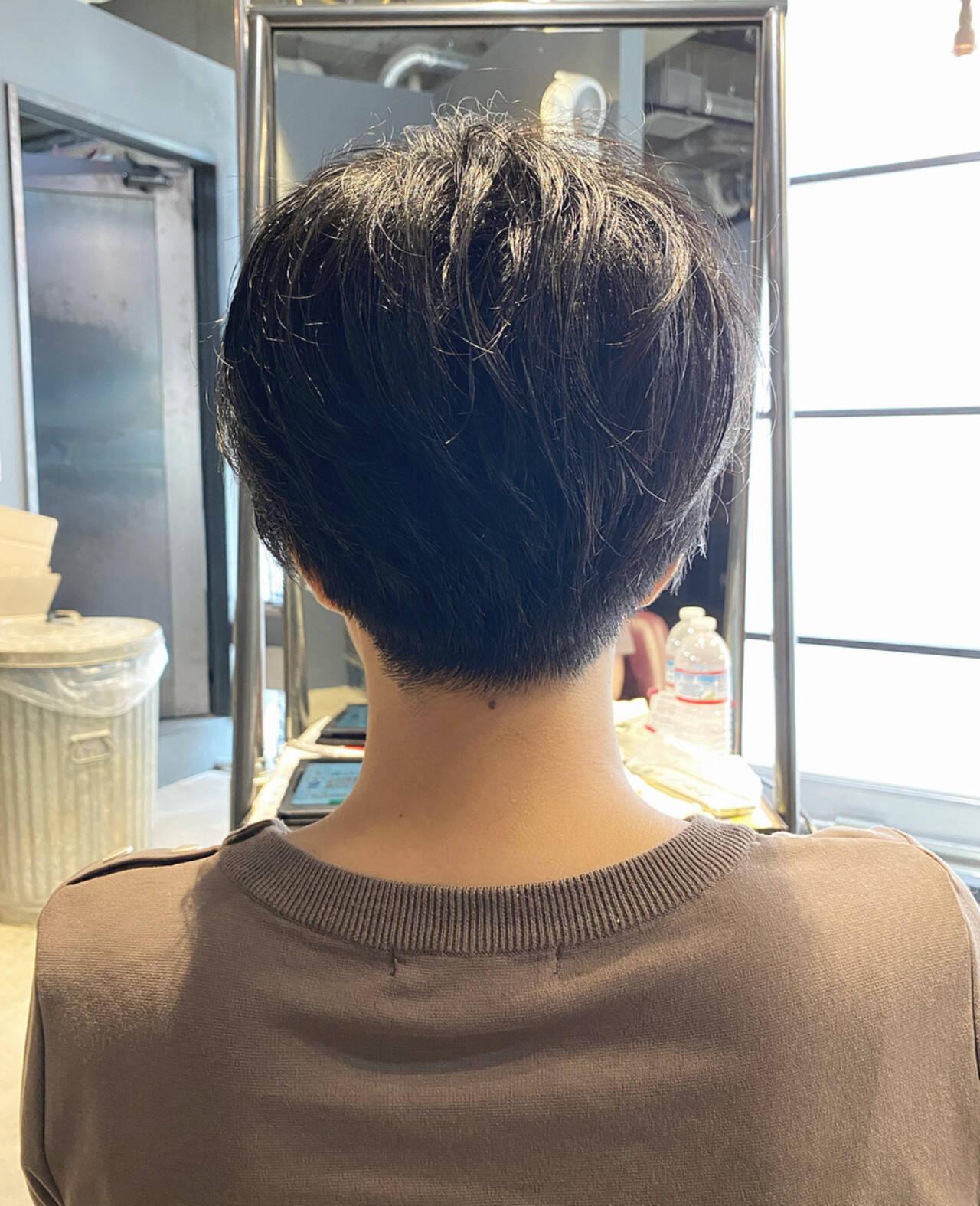 ショートバング マッシュショート 刈り上げショート ナチュラルヘアスタイルや髪型の写真・画像