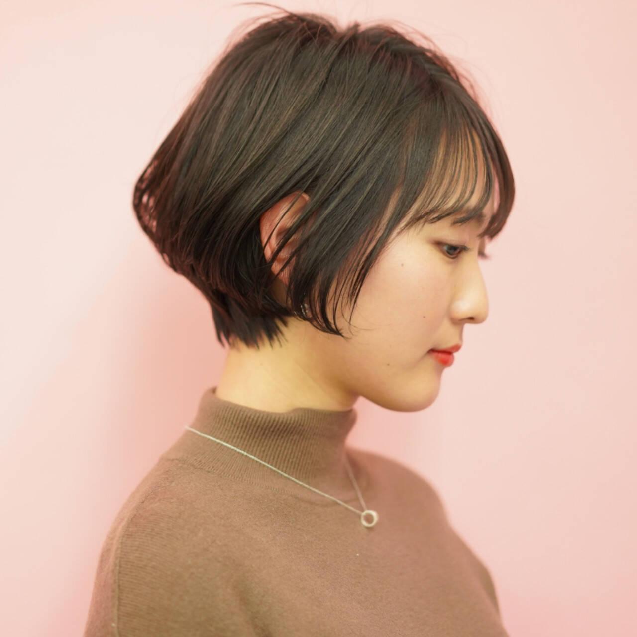 ショートボブ 前髪 ショート ナチュラルヘアスタイルや髪型の写真・画像