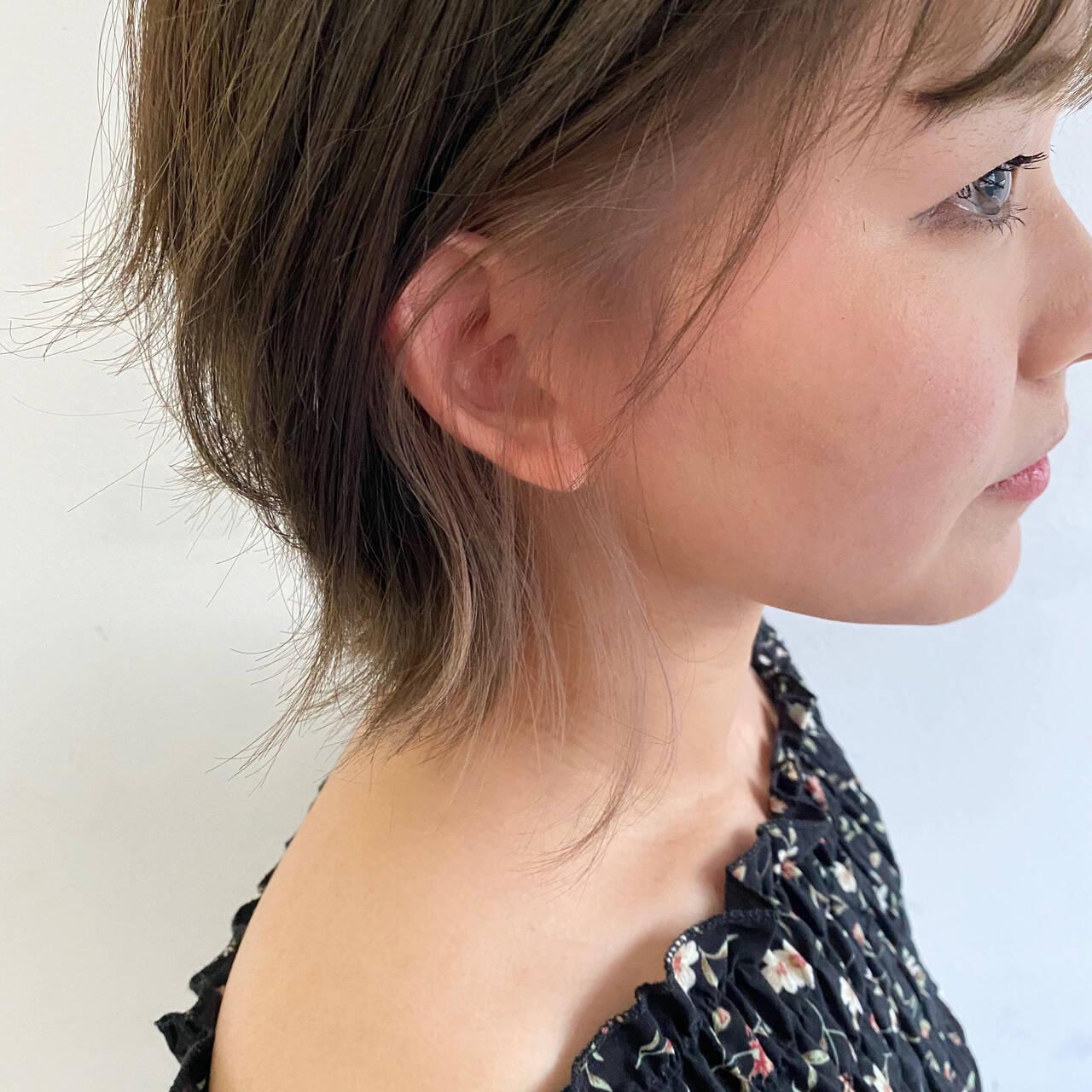 イヤリングカラー オシャレ インナーカラー イルミナカラーヘアスタイルや髪型の写真・画像