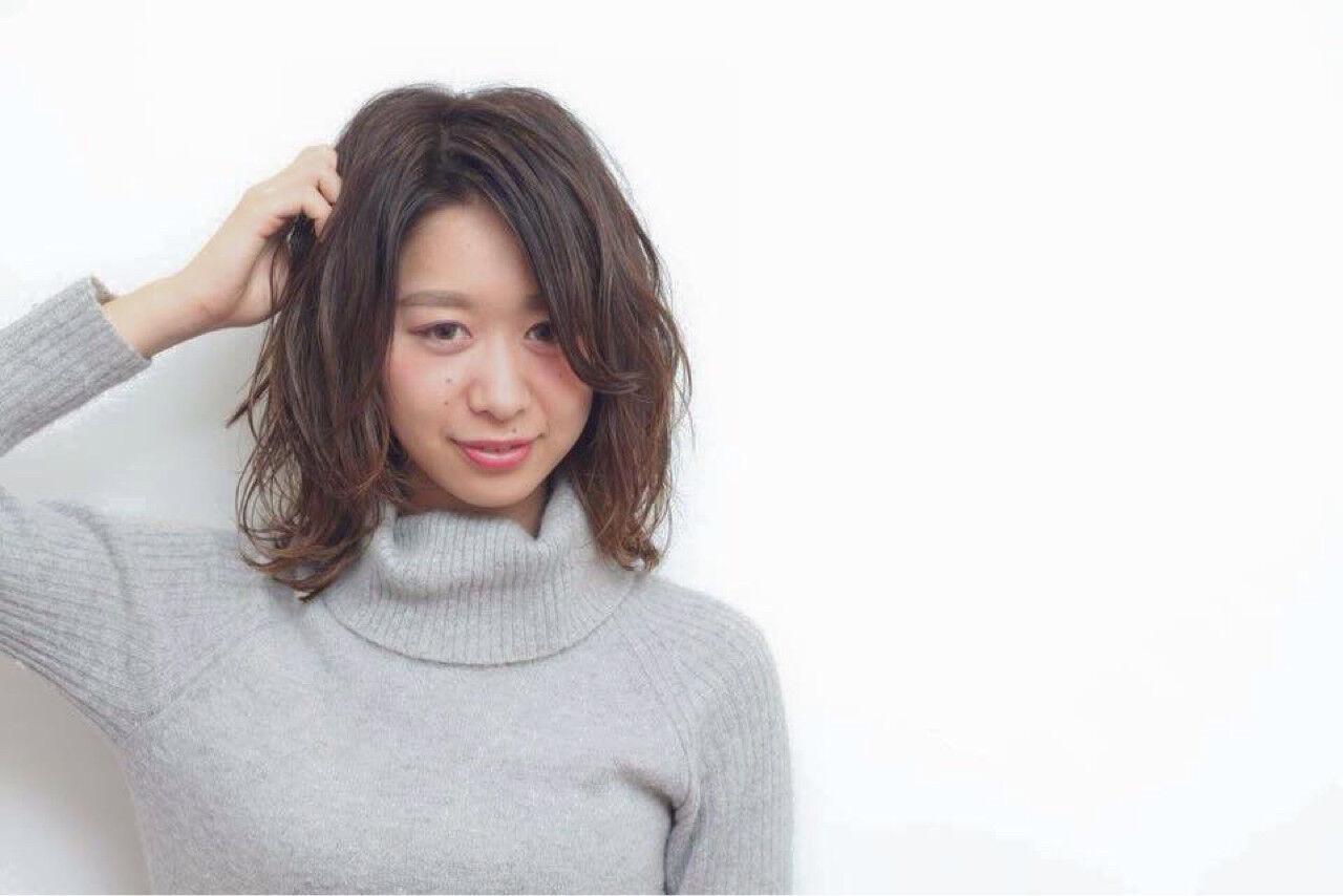 大人かわいい フェミニン ハイライト セミロングヘアスタイルや髪型の写真・画像