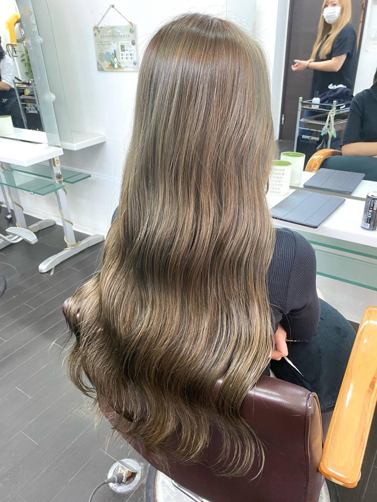 イルミナカラー ストリート グレージュ ミルクティーグレージュヘアスタイルや髪型の写真・画像