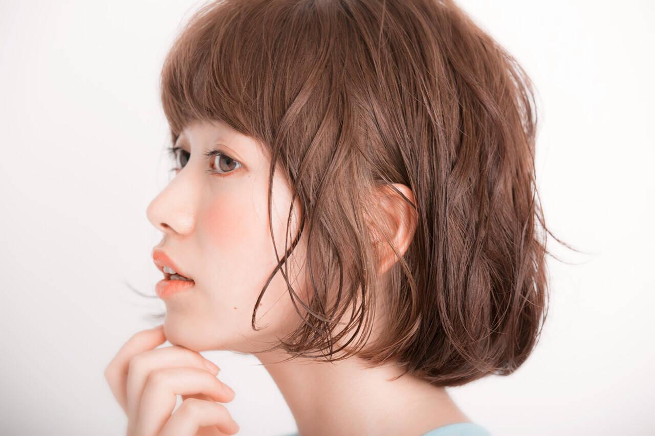 ハイライト くせ毛風 ミディアム 外国人風ヘアスタイルや髪型の写真・画像