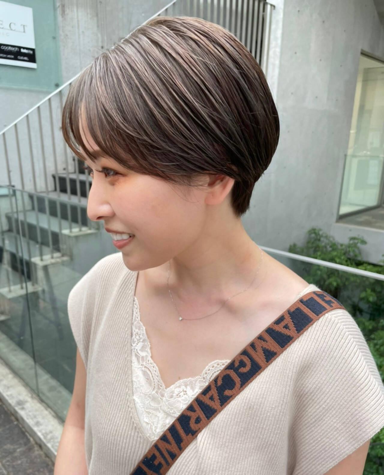 アッシュグレージュ グレージュ ショートヘア ナチュラルヘアスタイルや髪型の写真・画像