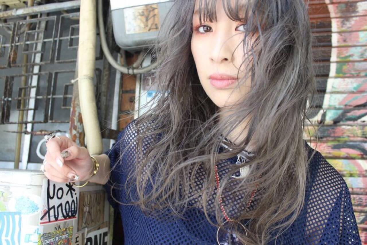 セミロング ストリート ウェーブ 外国人風ヘアスタイルや髪型の写真・画像