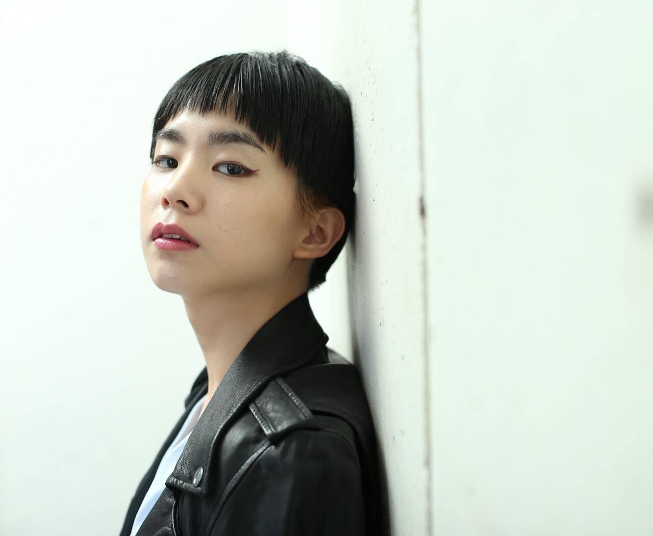 ダブルカラー モード ショート 黒髪ヘアスタイルや髪型の写真・画像