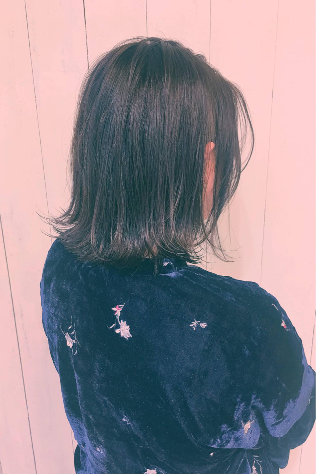 冬 ストリート 暗髪 外ハネヘアスタイルや髪型の写真・画像