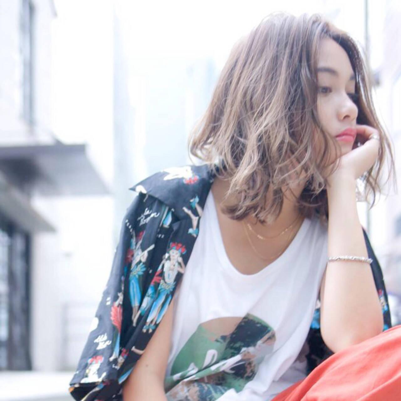 パーマ アッシュブラウン ミディアム アンニュイほつれヘアヘアスタイルや髪型の写真・画像