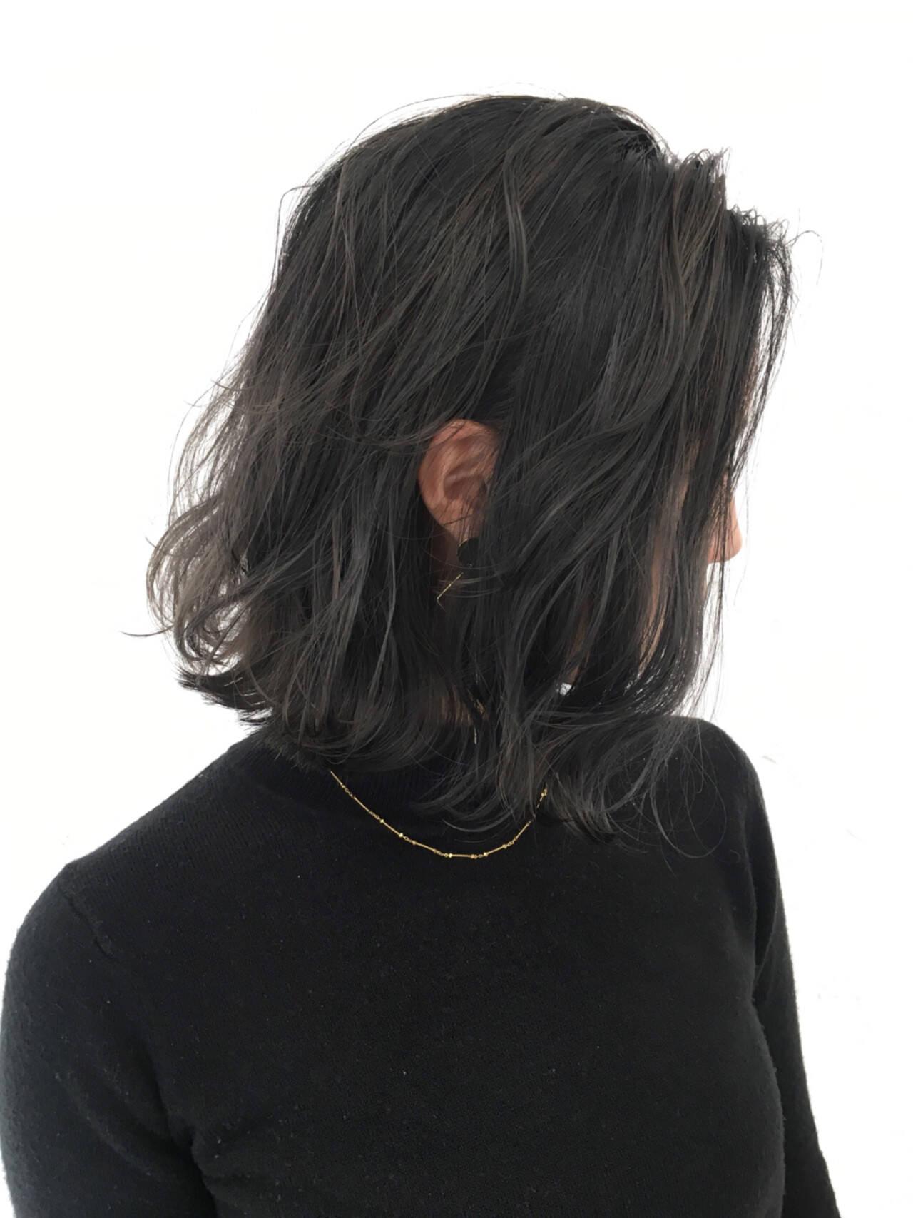 ボブ グラデーションカラー アッシュグレー 切りっぱなしヘアスタイルや髪型の写真・画像