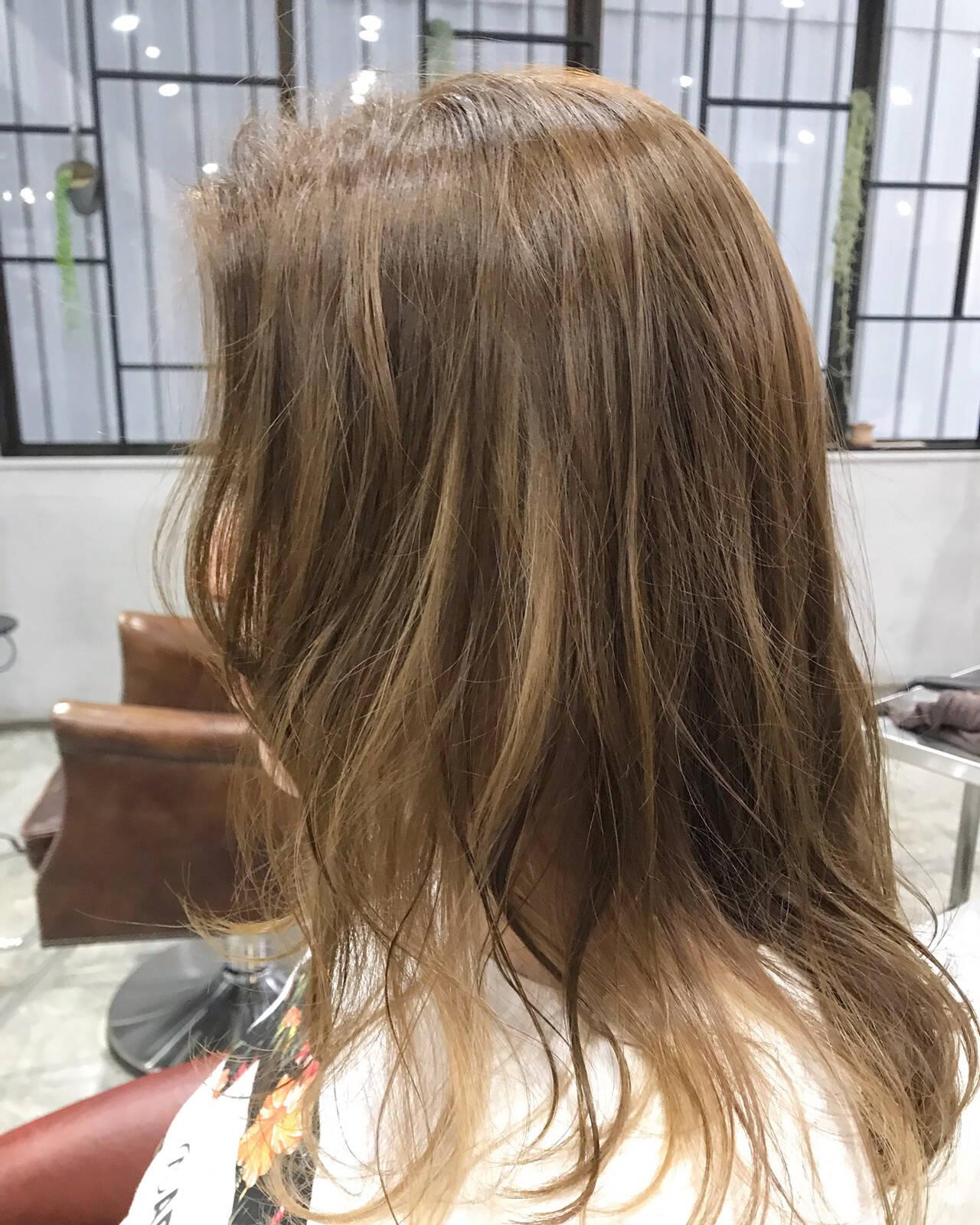 インナーカラー ブロンドカラー ポイントカラー ナチュラルヘアスタイルや髪型の写真・画像